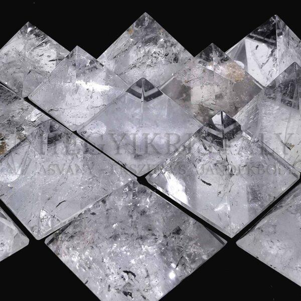 Hegyikristály piramis